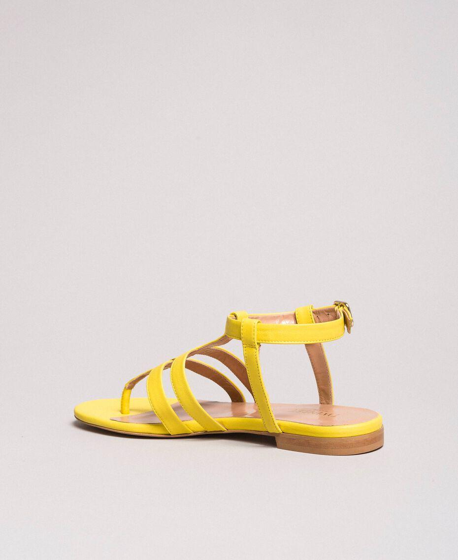 Sandales plates en cuir à imprimé animalier Jaune Femme 191TCP13A-03