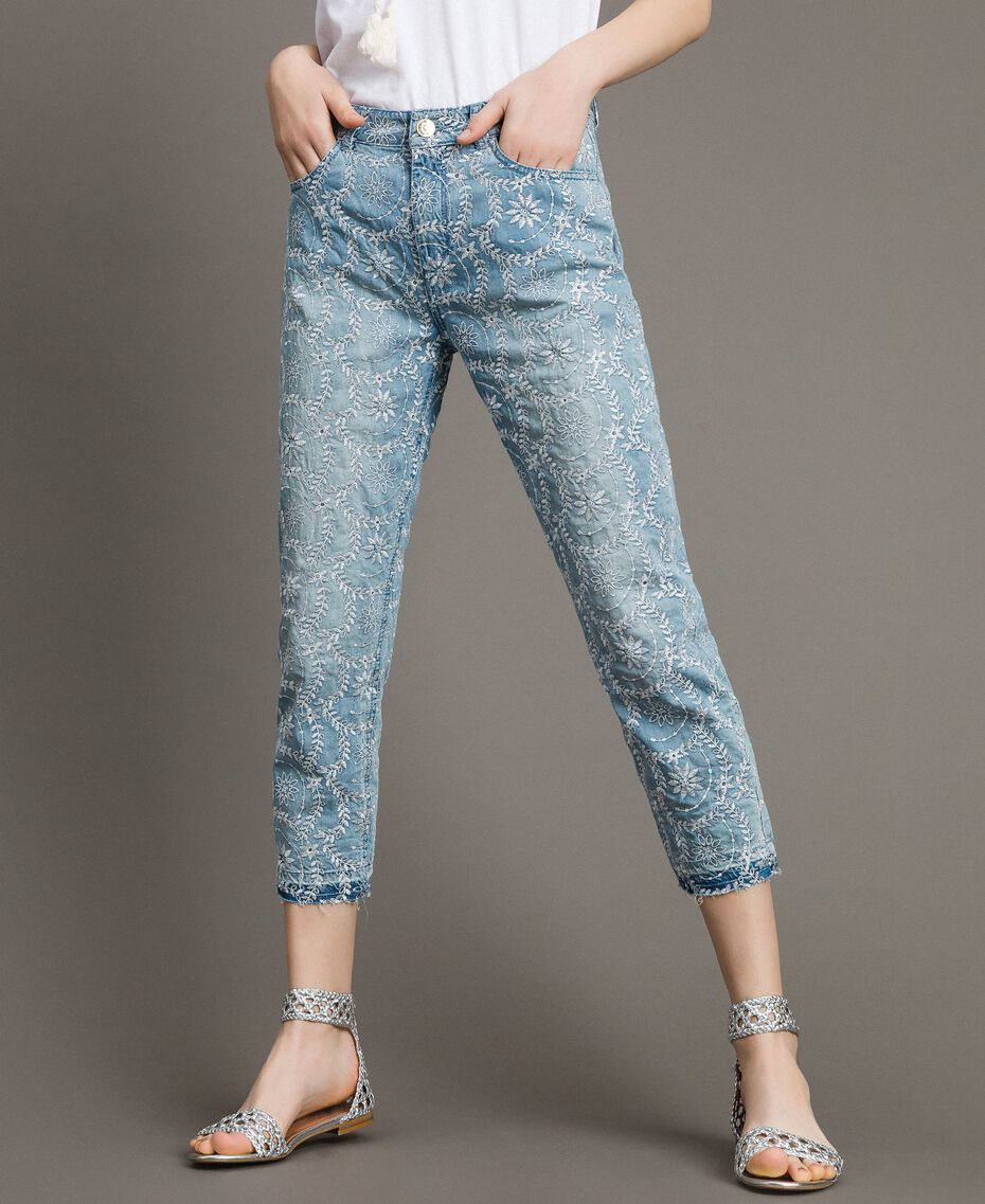 Jean girlfriend avec broderies anglaises Bleu Denim Femme 191MT2162-01