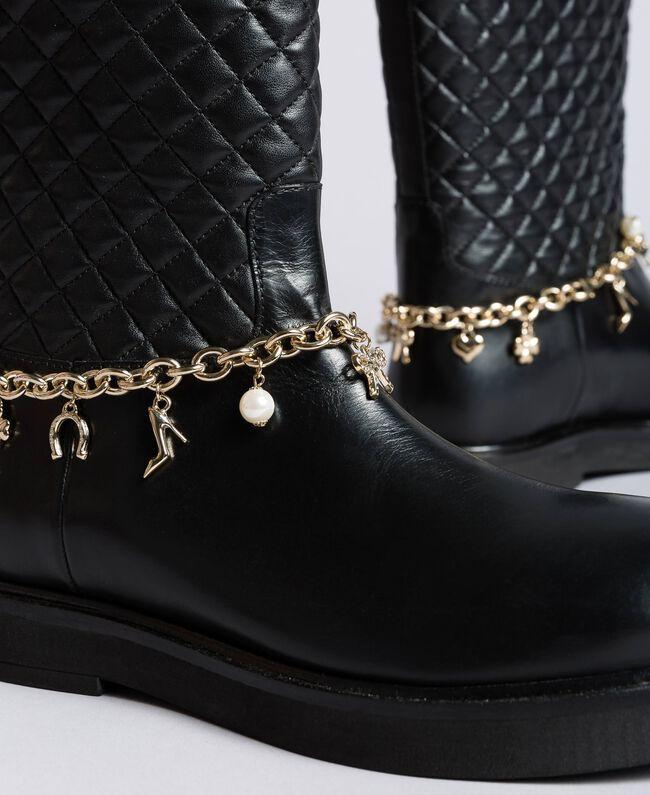 Stiefel aus Leder mit Charmkettchen Schwarz Frau CA8PLW-04