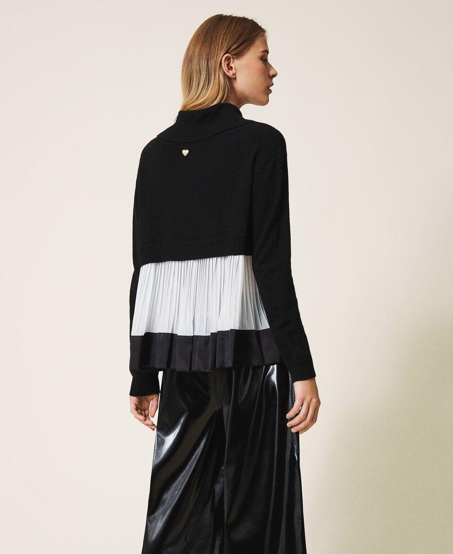 Pull en laine mélangée avec plissé Bicolore Noir / Blanc Neige Femme 202TT3051-03