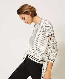 """Mandarin collar and jumper set with star motif print and rhinestones """"Snow"""" White / Black All Over Star Motif Print Woman 202TP3505-05"""