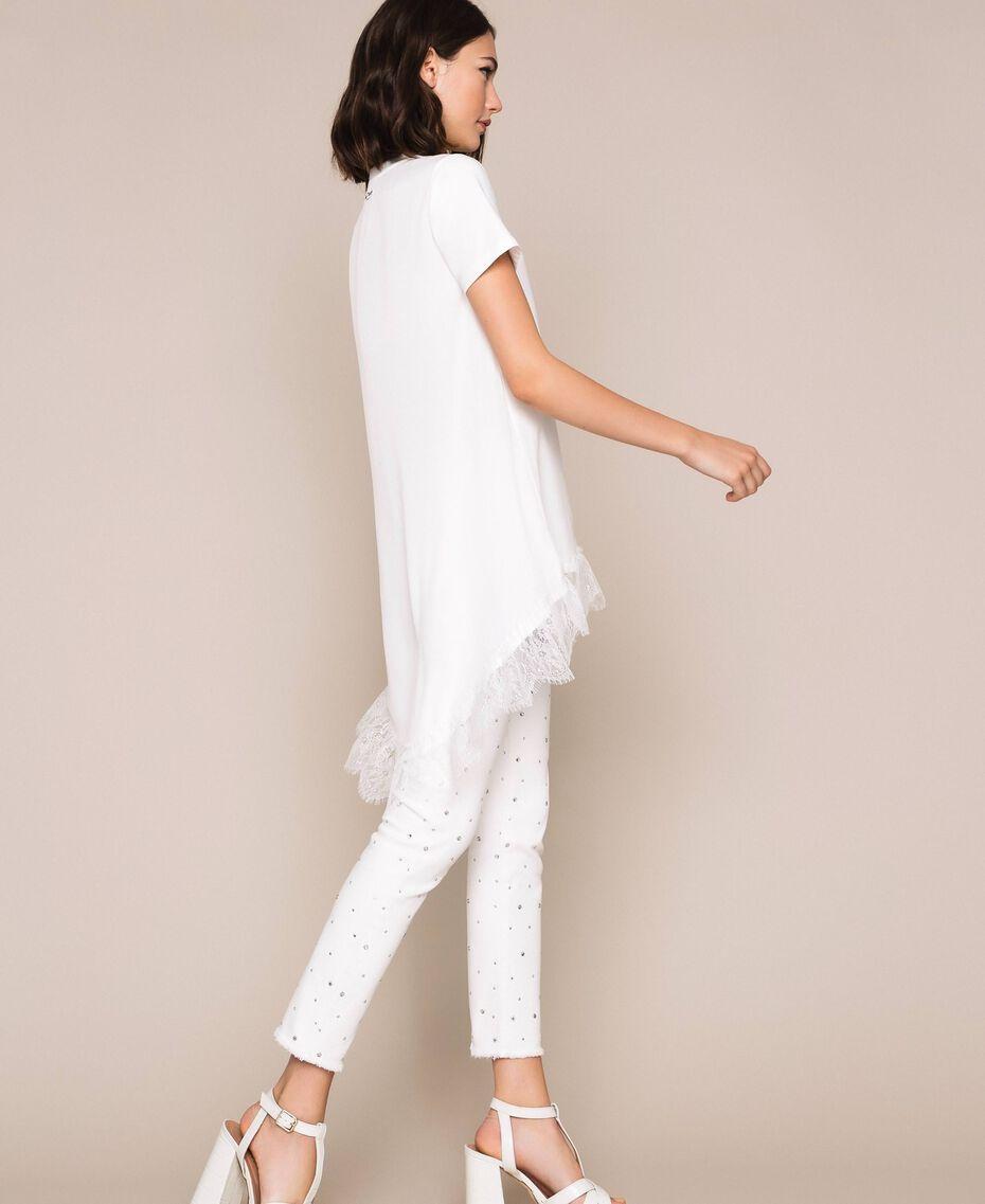 Длинная футболка с кружевом шантильи Лилия женщина 201MP2358-02