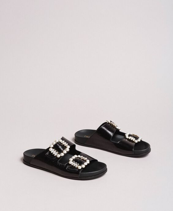 Leather sandals with buckles and pearls