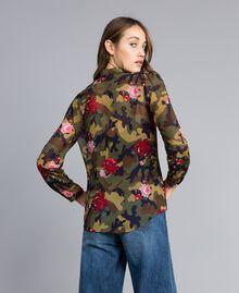Camisa con estampado de rosas y camuflaje Estampado Camuflaje Flores Rosas Mujer JA82PB-03