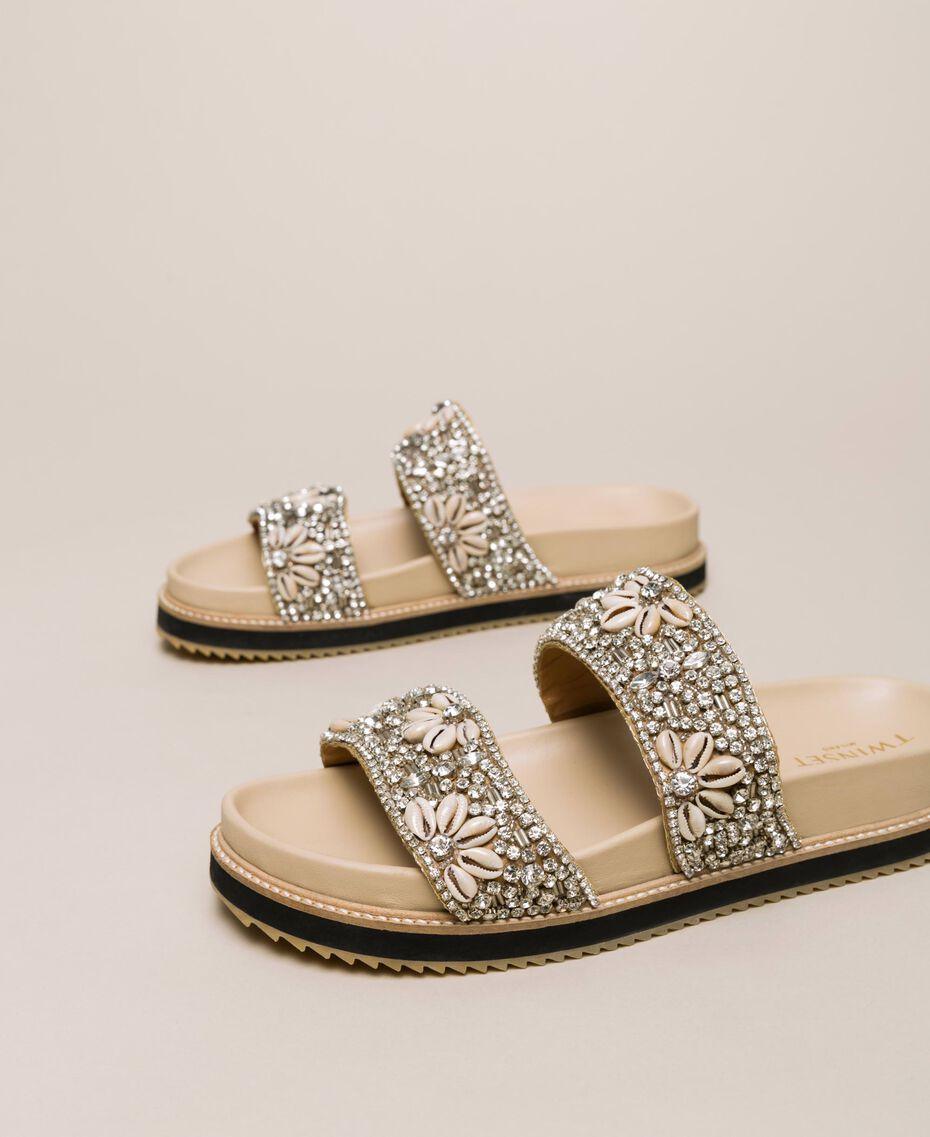 Sandale aus Leder mit Stickerei Nougat Beige Frau 201TCT022-01