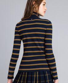 Pull col montant en viscose à rayures bicolores Rayure Bleu Nuit/ Jaune Doré / Caramel Femme YA83DD-03