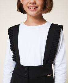 Latzhose mit Volants und T-Shirt Zweifarbig Schwarz / Papyrusweiß Kind 202GJ215D-04
