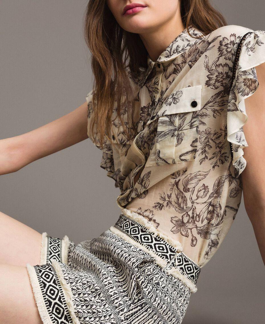 "Ethnic-motif jacquard shorts ""Marzipan"" Beige / Black Jacquard Woman 191TT2432-05"