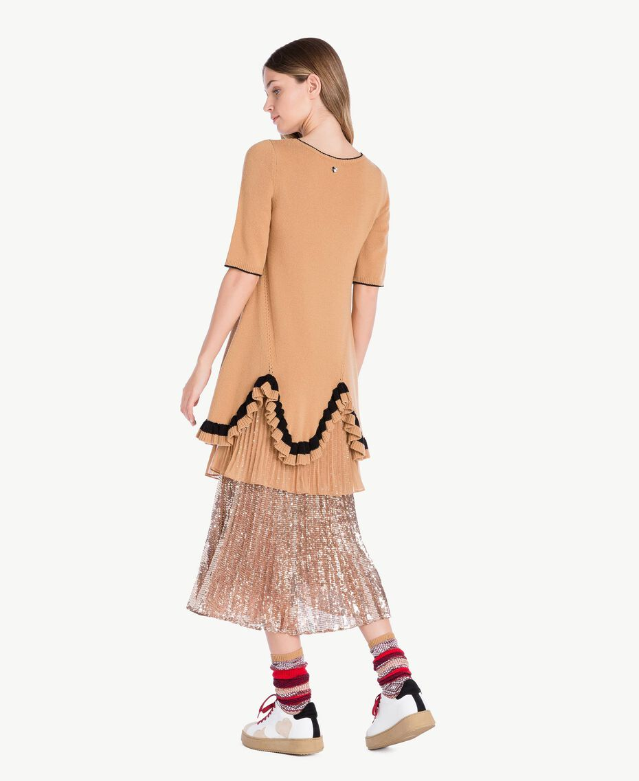 Kleid mit Rüschen Honigbeige / Schwarz PA7341-03