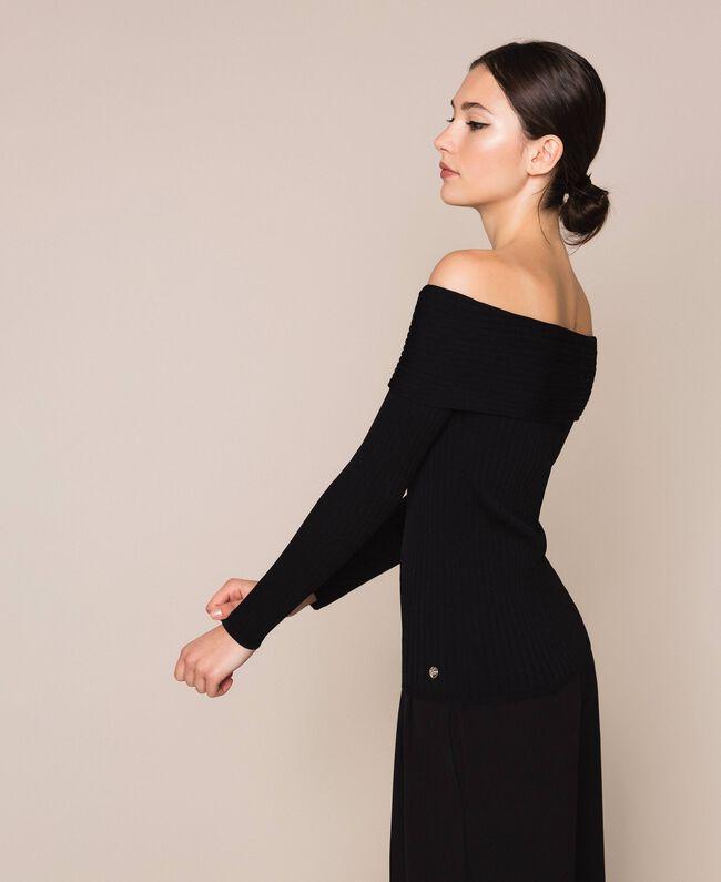 Трикотажная кофта в рубчик с глубоким декольте Черный женщина 201ST3121-01