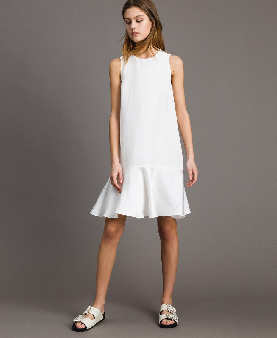 Leinen-Kleid aus Enver-Satin mit Volant Weiß Schnee Frau 191TT2304-01