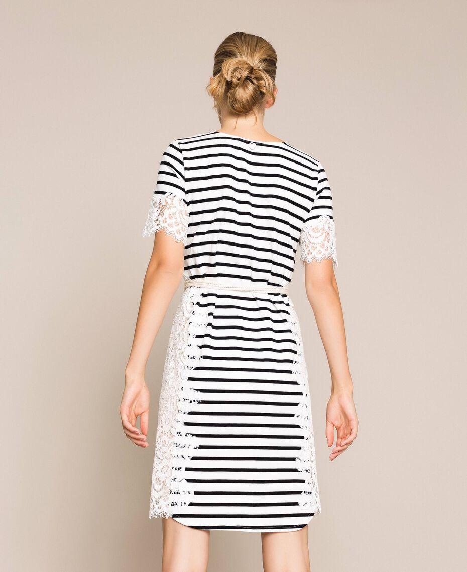 Robe à rayures avec dentelle macramé Rayure Blanc Neige/ Noir Femme 201TP2472-03