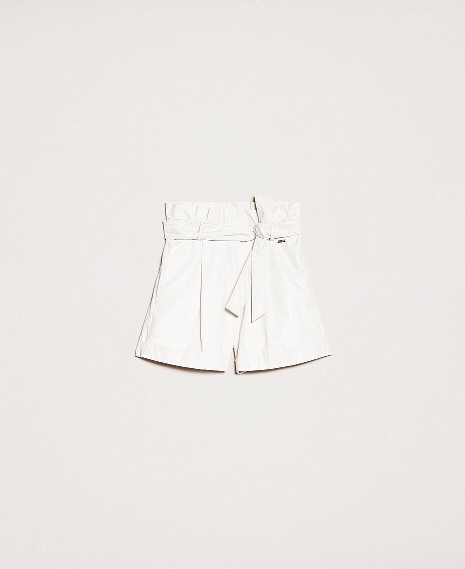 Shorts aus Lederimitat mit Gürtel Seidenweiß Frau 201ST2115-0S