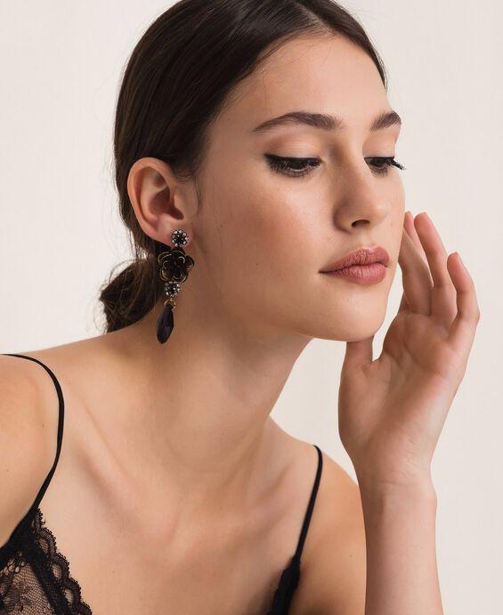 Floral earrings with teardrop pendant