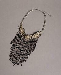 Girocollo con frange di perline