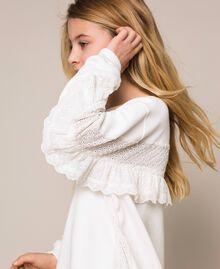 Толстовка со вставками с вышивкой сангалло и оборками Off White Pебенок 201GJ2461-05