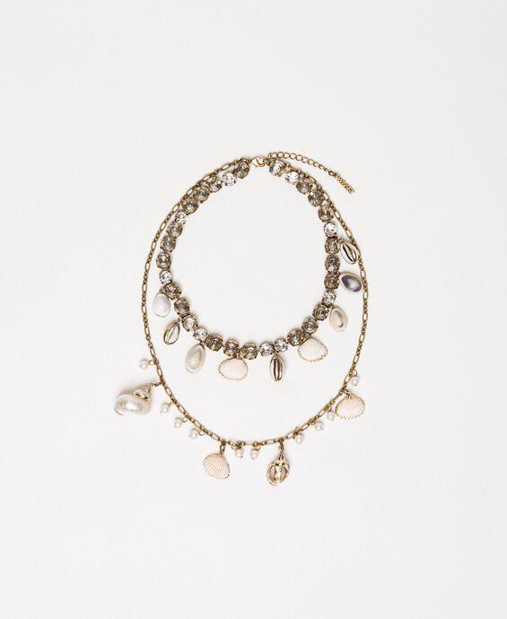 Halskette mit Muschel- und Perlenanhängern