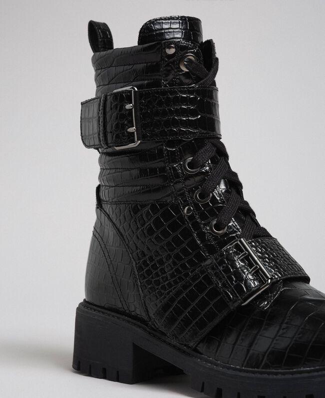 Bottines motardes en cuir avec imprimé croco Femme, Noir