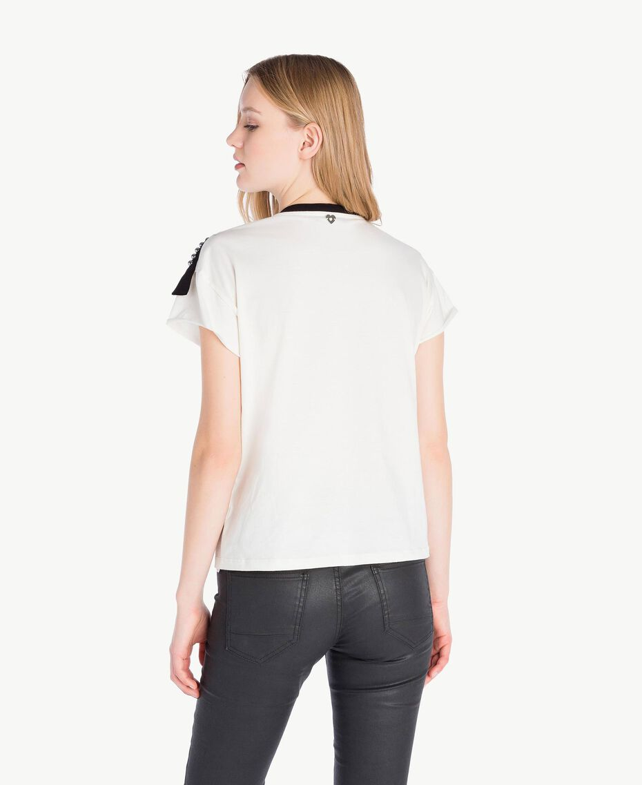 T-Shirt mit Nieten Helles Elfenbein Frau PS82N1-03
