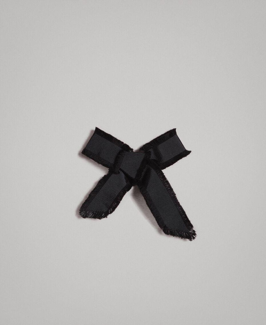 Gestreifter Pullover mit Schleifenbrosche Zweifarbig Schwarz / Weiß Frau 191MP3055-20