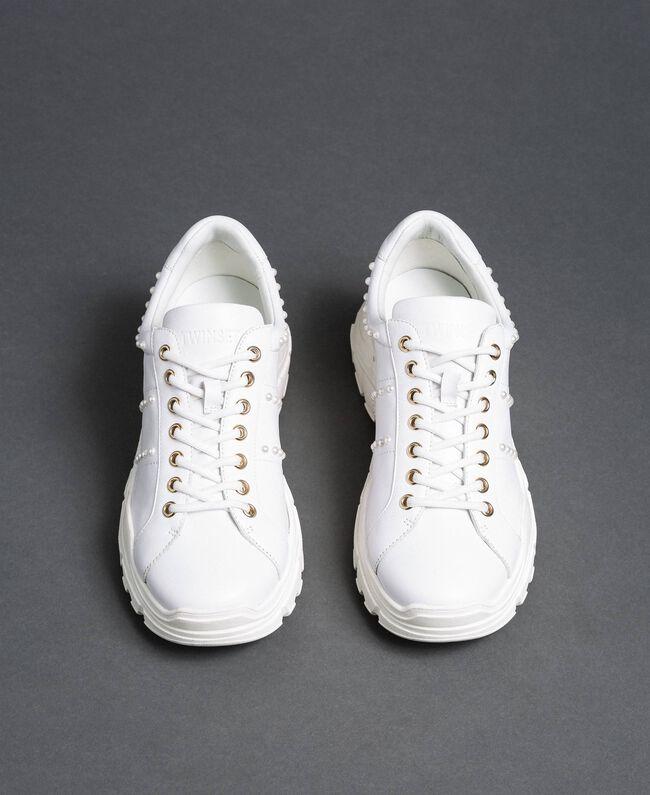 Sneakers aus Metallic-Leder mit Perlen Weiß Frau 192TCP066-05