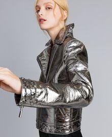 Jacke aus Metallic-Lederimitat Gewehrlauf Grau Frau YA82BN-04