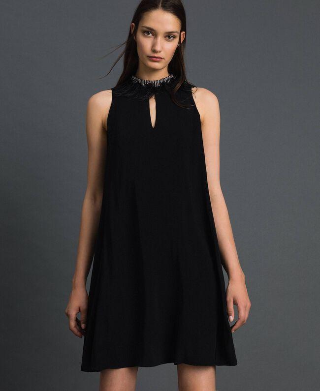 Kleid aus Georgette mit abnehmbarem Schmuck Schwarz Frau 192TP2111-01