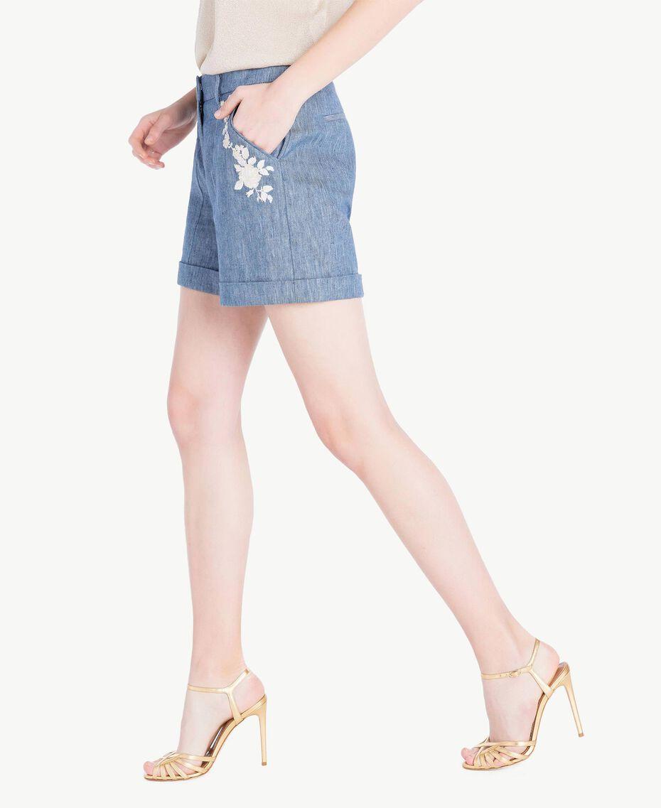 Shorts mit Stickerei Denimblau mit Dunkelazur Frau TS82YS-02
