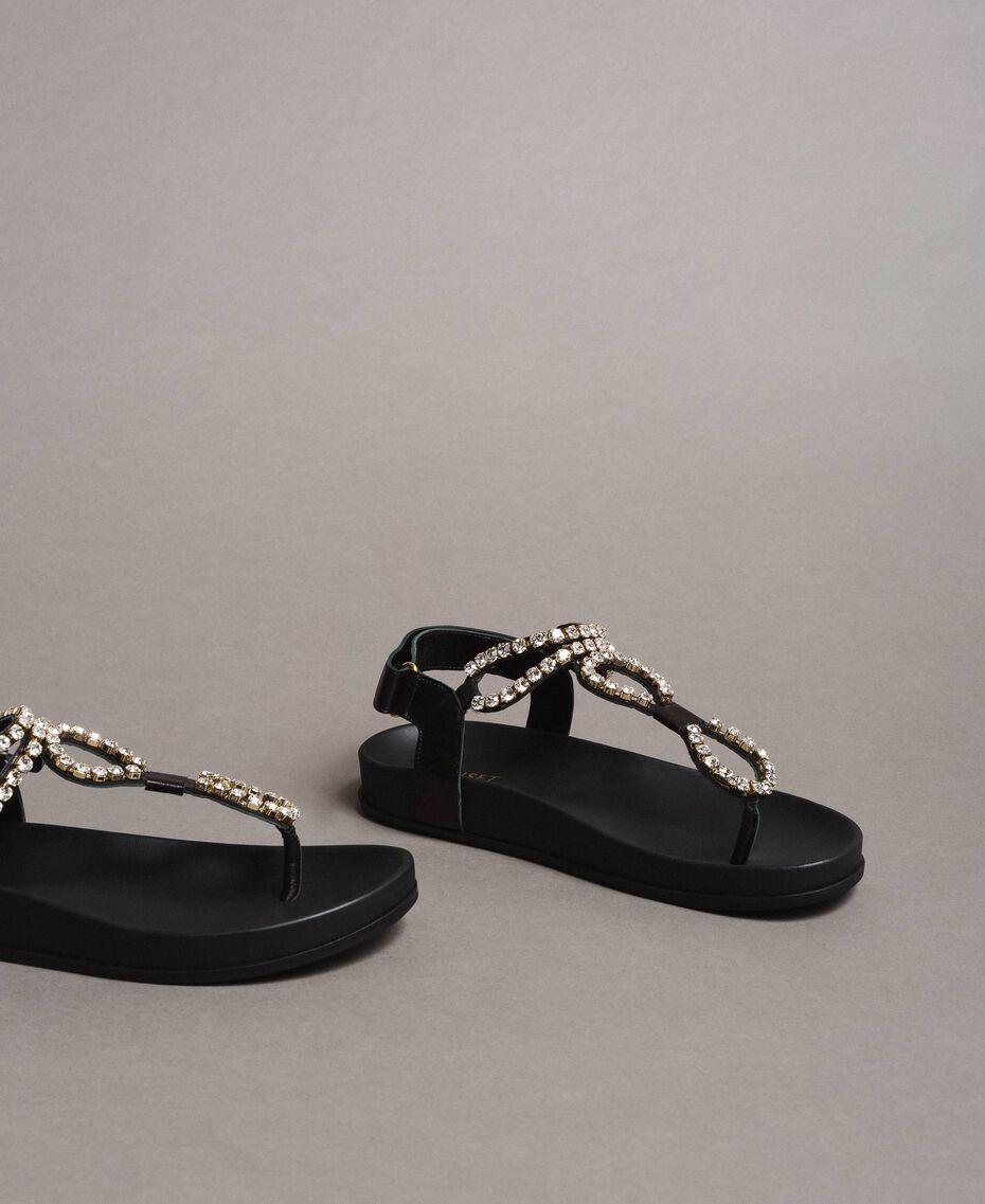 Sandales en cuir avec strass et bouton Noir Femme 191TCT092-02