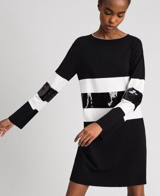 Robe en maille rayée avec sequins Bicolore Noir / Lys Femme 192MT3200-01