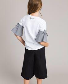 T-Shirt aus Jerseystoff mit Gingham-Volants Zweifarbig Optisch Weiß / Gingham Kind 191GJ2731-04