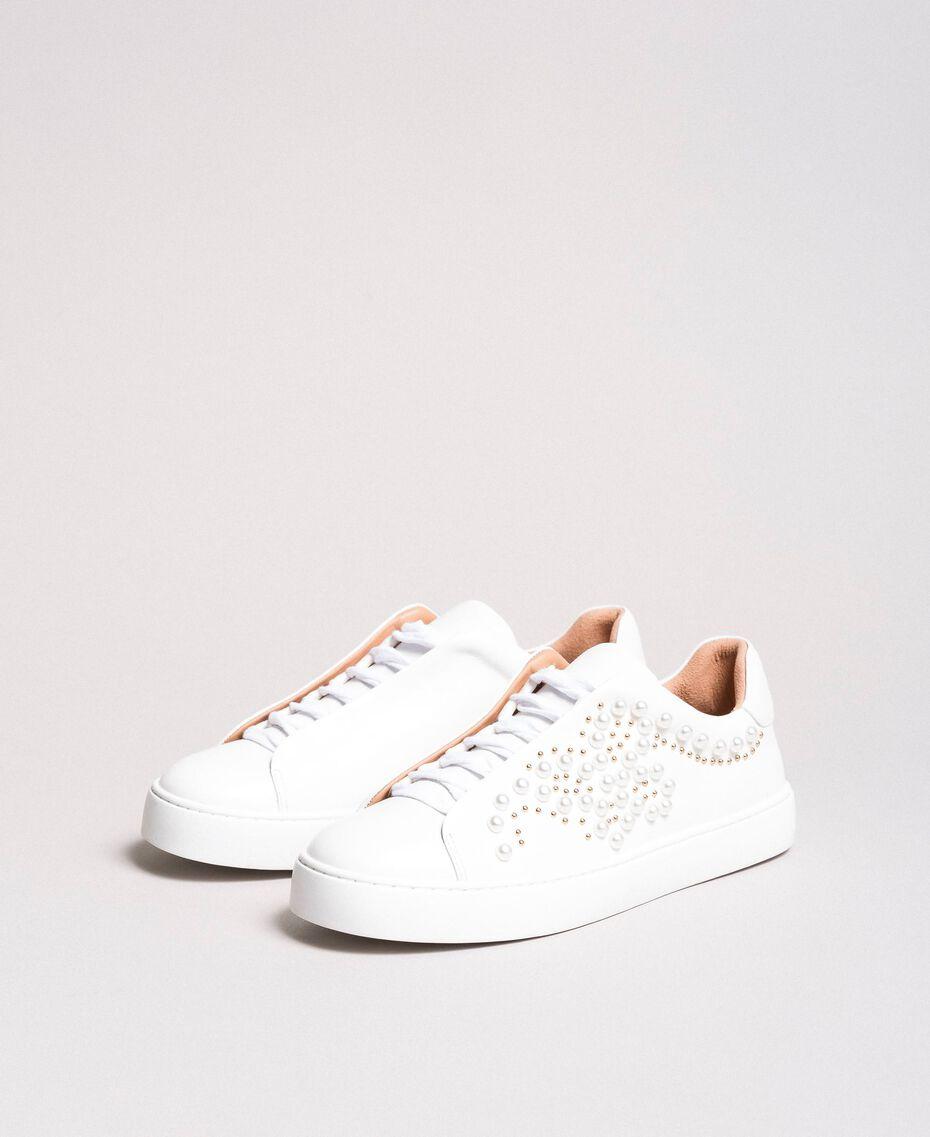 Nietenleder-Sneakers mit Perlen Weiß Frau 191TCP220-02