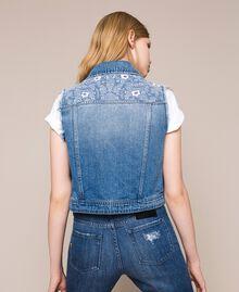 Blouson sans manches en jean avec broderie florale Bleu Denim Femme 201MT2220-03