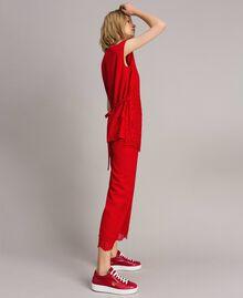 """Baskets en cuir avec broderie papillon Rouge """"Rouge à Lèvres"""" Femme 191TCT09Y-0S"""