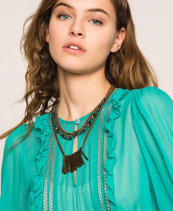 Collier de perles et pendentifs