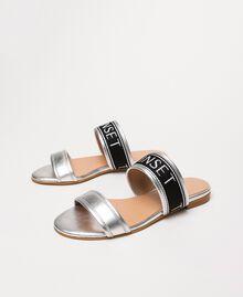 Flache Sandale aus Metallic-Leder mit Logo Silber-Metallic-Grau Frau 201TCP130-03
