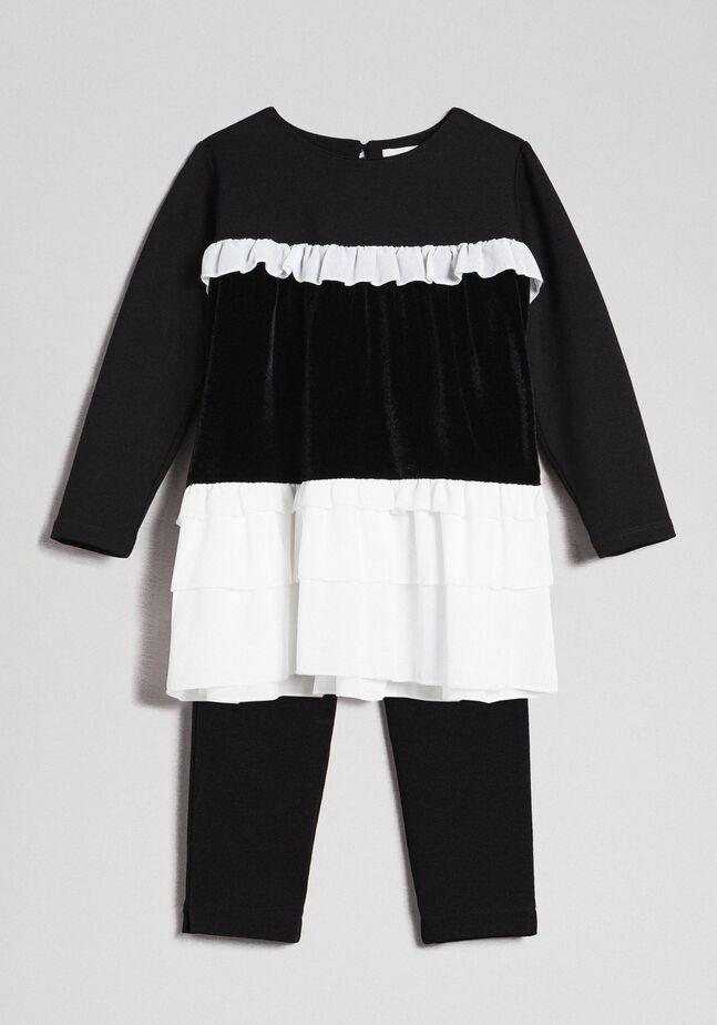 Блуза с рюшами и леггинсы