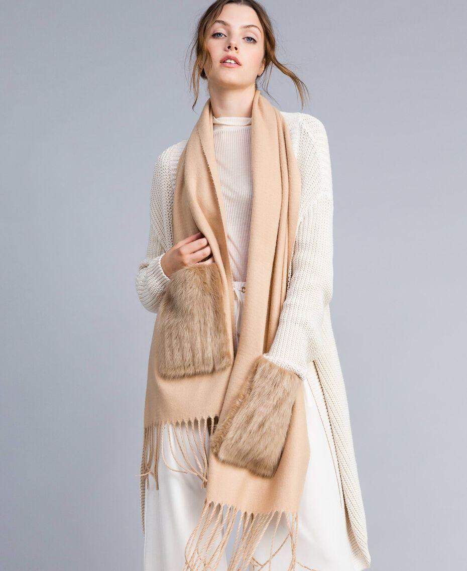 Schal mit Taschen aus Pelzimitat Dünenrosa Frau IA89KK-0S