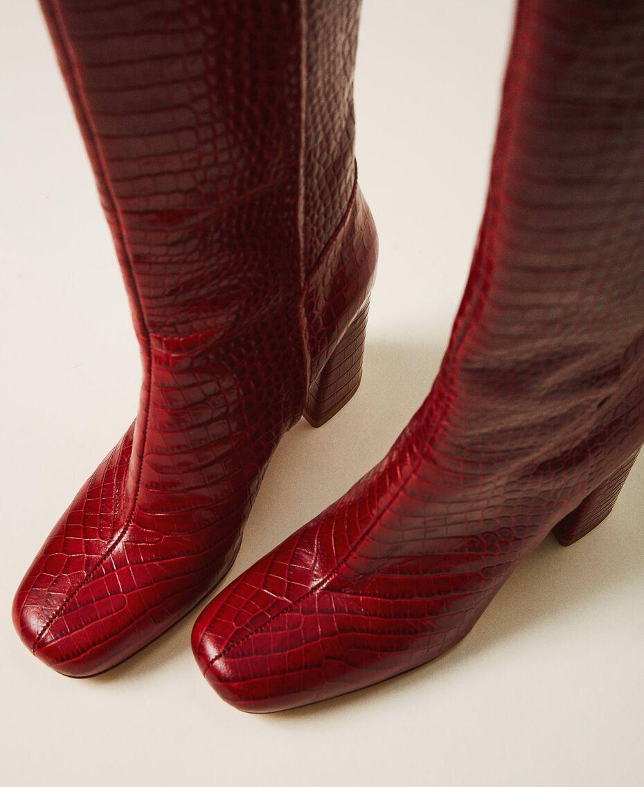 Stiefel aus Leder in Kroko-Optik Krokoprägung Kirschrot Frau 202TCP07C-02
