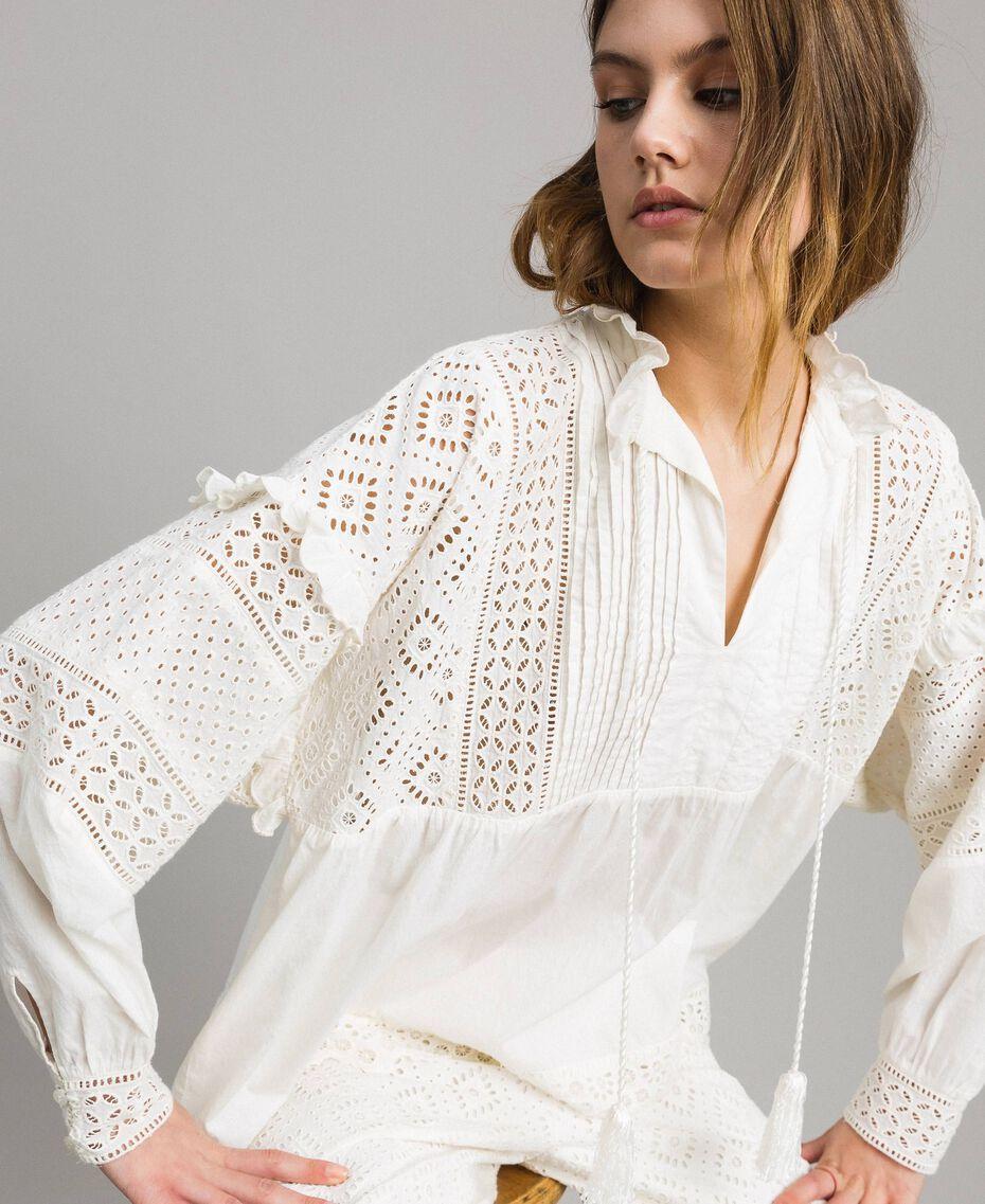 Блуза с вышивкой сангалло и воланом Белый Снег женщина 191TT2040-01
