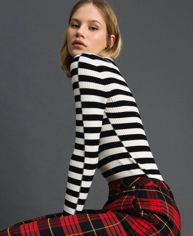 Turtleneck jumper with two-tone stripes Beet Red / Pomegranate Stripe Woman 192TP3090-01