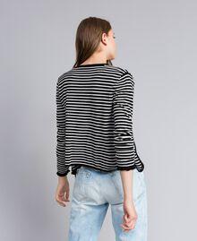 Cardigan à rayures bicolores avec ruches Rayure Noir / Blanc Nacre Femme JA83BR-03