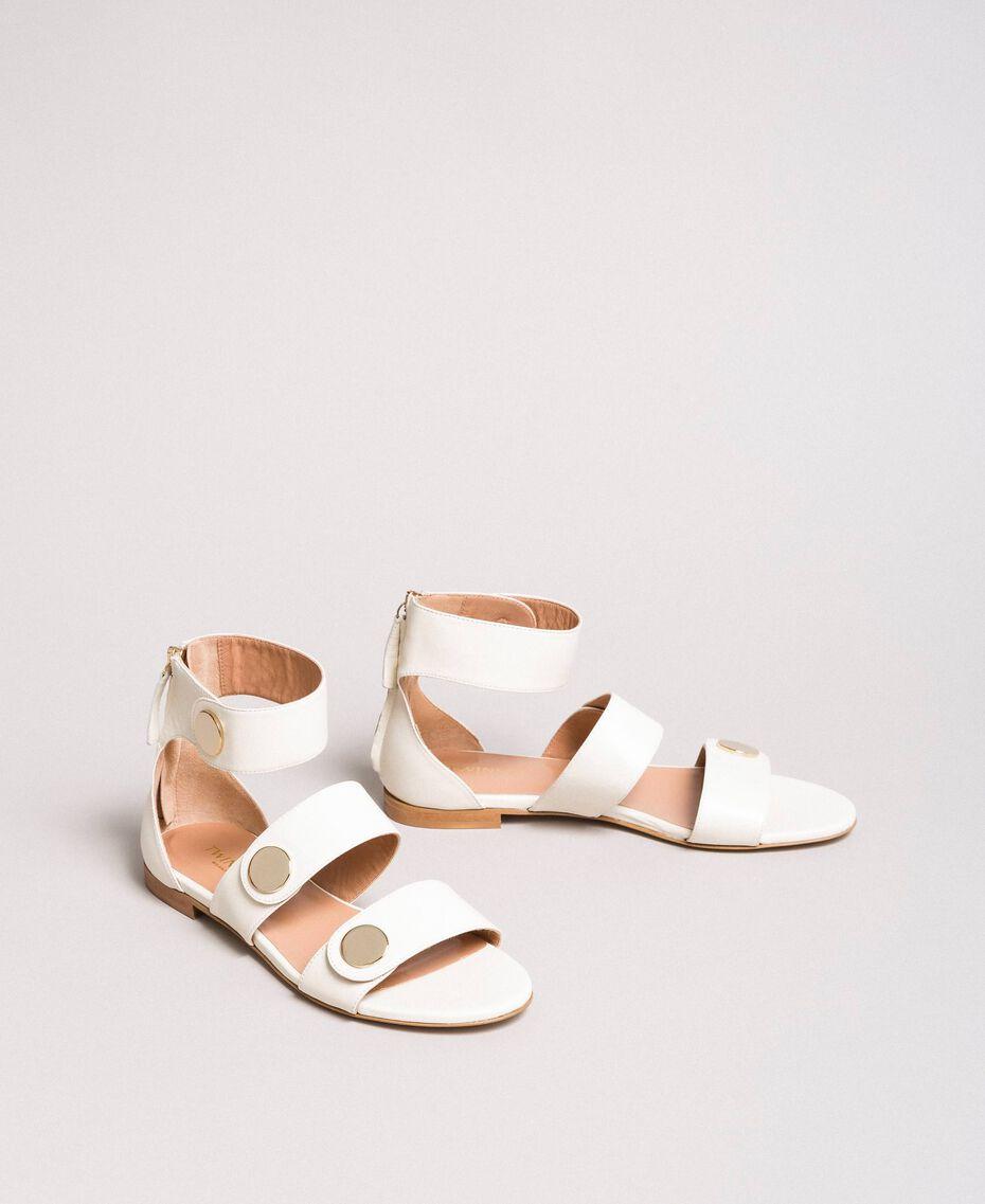 Sandale aus Leder mit Knöpfen Weiß Schnee Frau 191TCP094-02