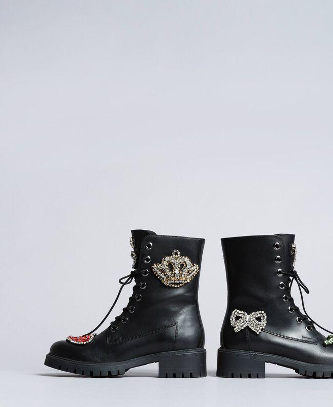 Schnürstiefelette aus Leder mit Aufnähern Schwarz Frau CA8PLN-03