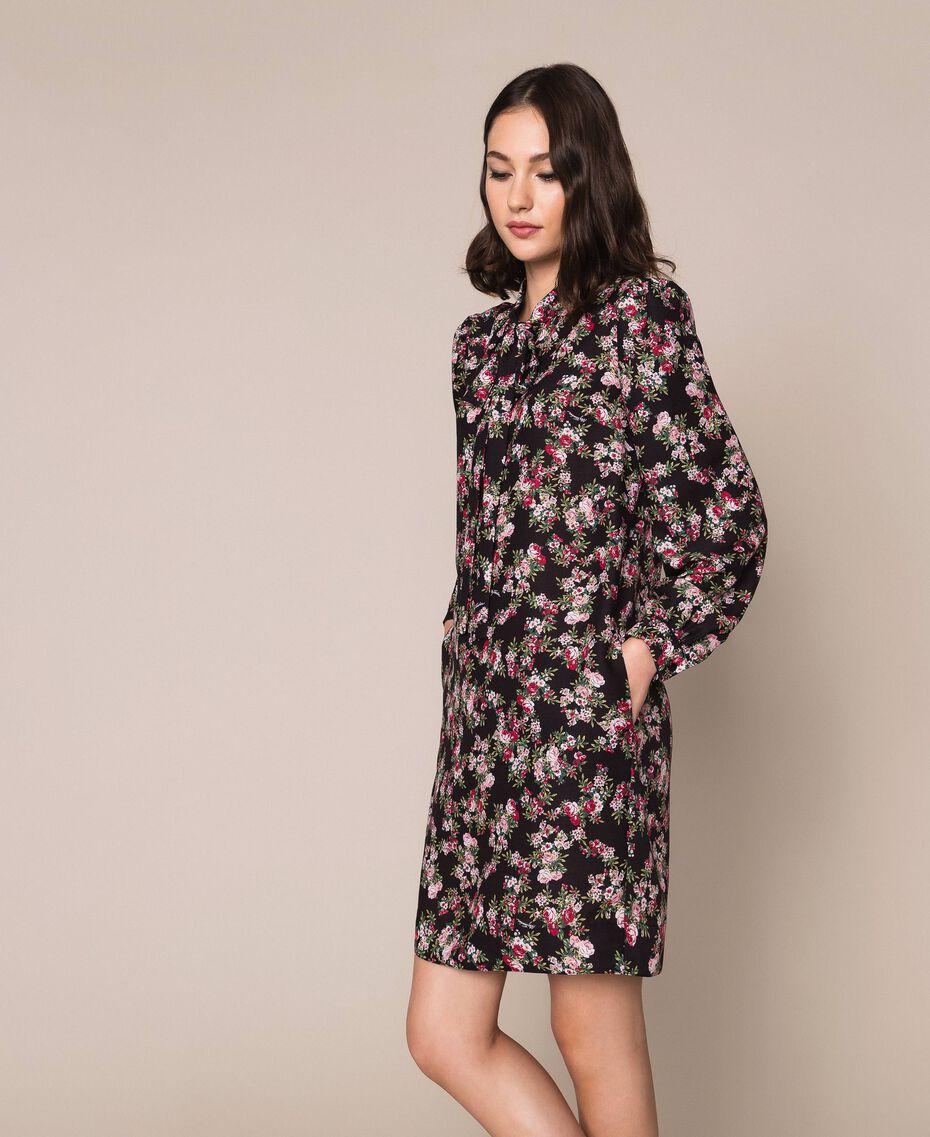 Крепдешиновое платье с цветочным рисунком Принт Цветочный Черный женщина 201MP2374-02