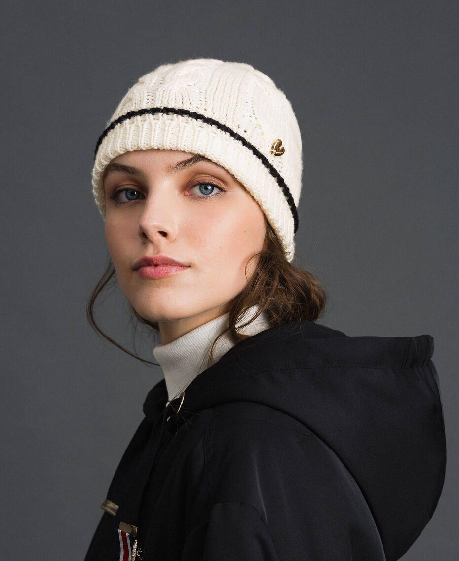 Berretto in maglia a trecce con logo Vaniglia / Nero Donna 192MA4321-0S