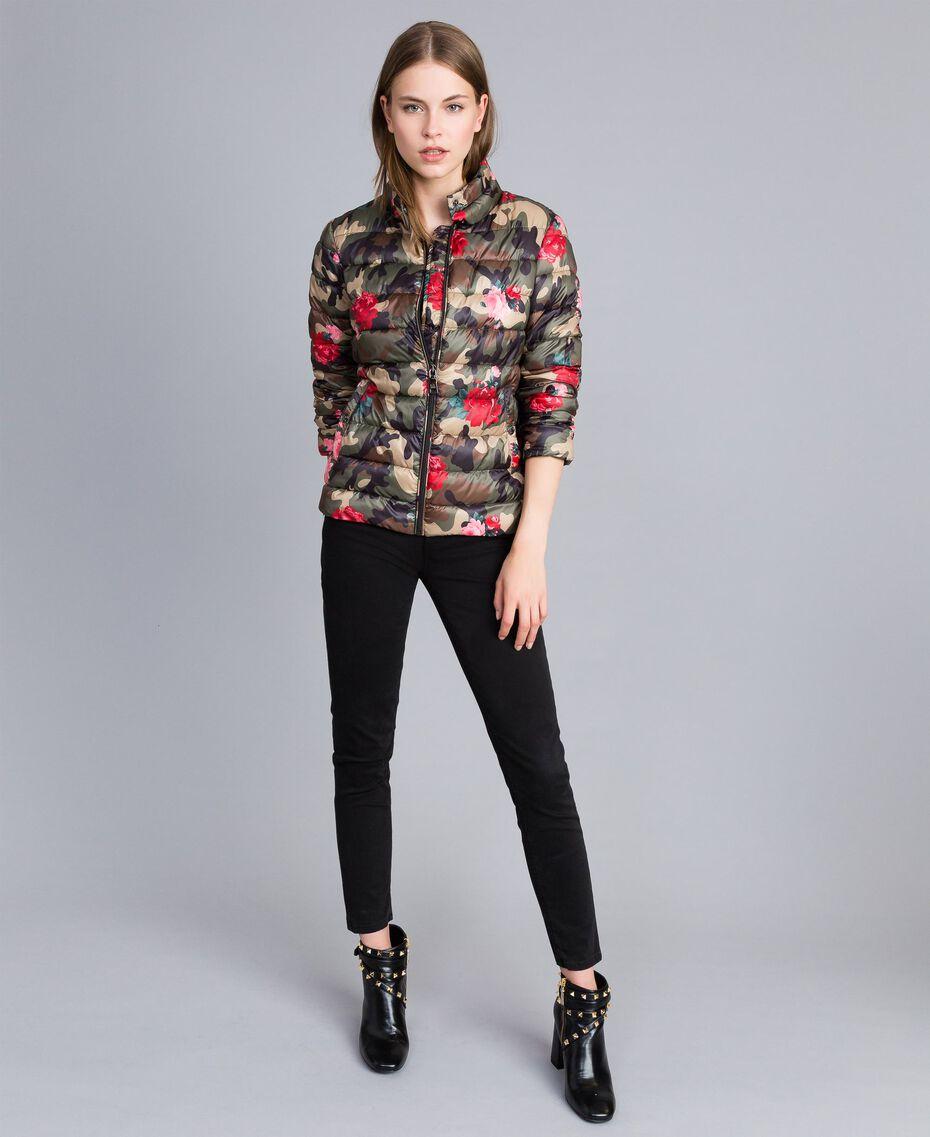 "Leichte Steppjacke mit Print Print ""Rosen"" Camouflage Frau JA82AN-0T"