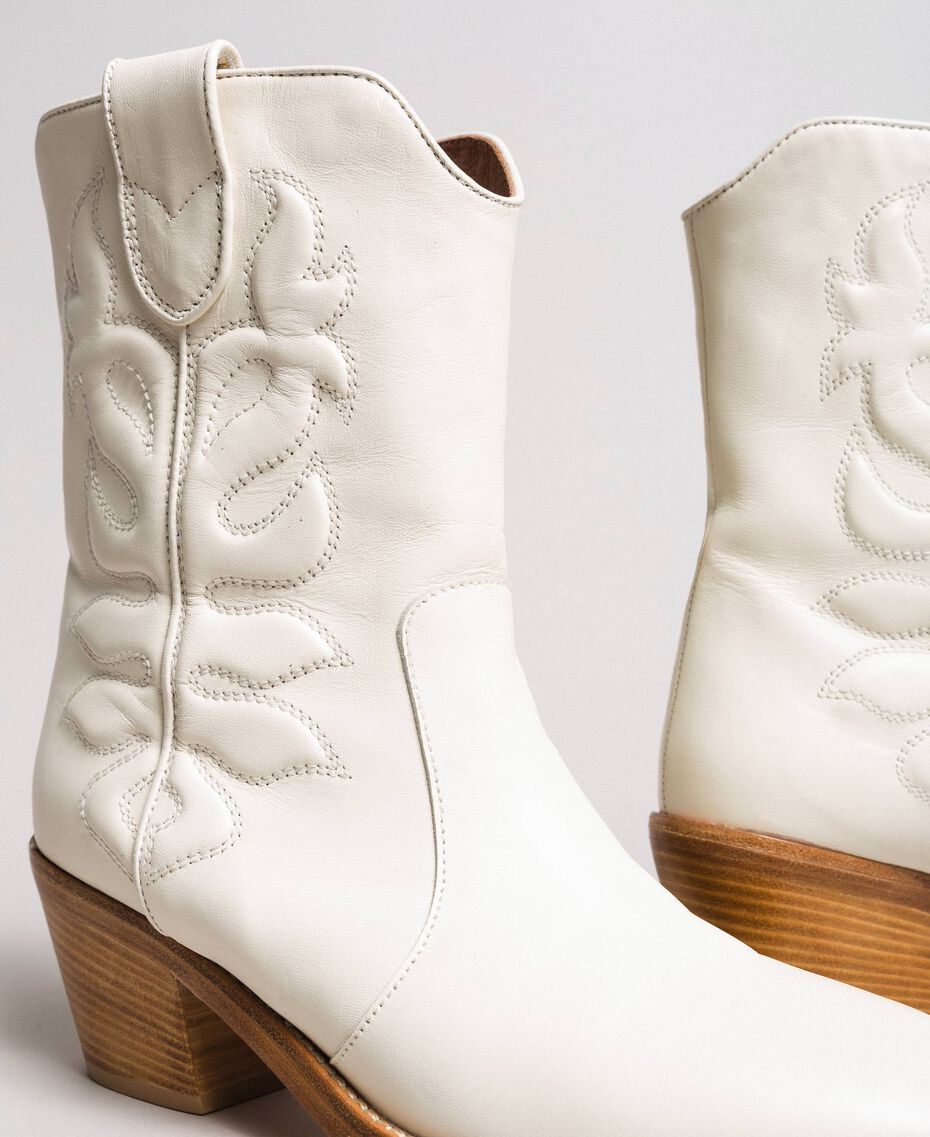 Cowboystiefelette aus Leder mit Stickerei Weiß Schnee Frau 191TCP038-05