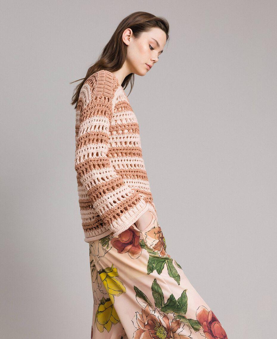 """Pullover mit Durchbruch-Streifenmuster Zweifarbig """"Rose Sand"""" Pink / """"Desert Rose"""" Beige Frau 191MT3130-02"""
