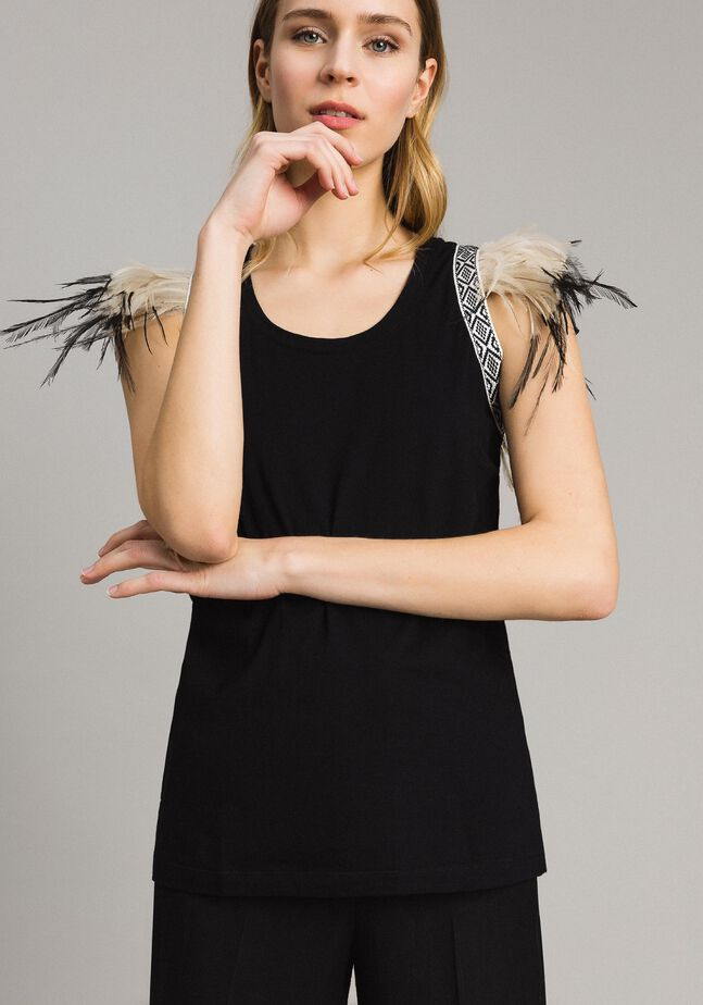 Tank top with removable fadeout feathers